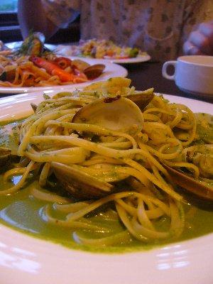 蒜味青醬蛤蠣麵